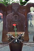 Roma 25 Aprile 2012.Corteo per anniversario della liberazione dal Nazifascismo..Monumento Antifascista a Porta San Paolo