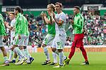 05.08.2017, Weserstadion, Bremen, GER, FSP, SV Werder Bremen (GER) vs FC Valencia (ESP)<br /> <br /> im Bild<br /> Mannschaft von Werder Bremen dreht eine Runde durch das Stadion und applaudiert / bedankt sich bei Fans mit Applaus f&uuml;r die Unterst&uuml;tzung, <br /> u.a. Jesper Verlaat (Werder Bremen #28), Jiri Pavlenka (Werder Bremen #1), Max Kruse (Werder Bremen #10), <br /> <br /> Foto &copy; nordphoto / Ewert