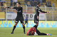 BOGOTÁ -COLOMBIA, 17-01-2015. A. Jugadores del Cúcuta Deportivo reclaman al arbitro la agresión  a su arquero durante el encuentro con Atlético Bucaramanga por la fecha 2 de los cuadrangulares de ascenso Liga Aguila 2015 jugado en el estadio Metropolitano de Techo de la ciudad de Bogotá./ Players of Cucuta Deportivo claim to the referee for the aggression over their goalkeeper during match against Atletico Bucaramanga for the second date of the promotional quadrangular Aguila League 2015 played at Metropolitano de Techo stadium in Bogotá city. Photo: VizzorImage/ Gabriel Aponte / Staff