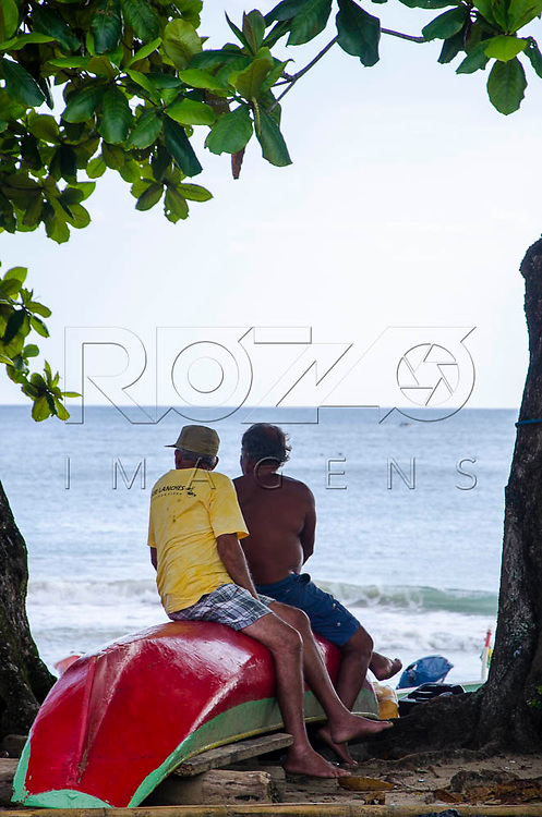Pescadores  na Praia do Sono, Paraty - RJ, 01/2016.