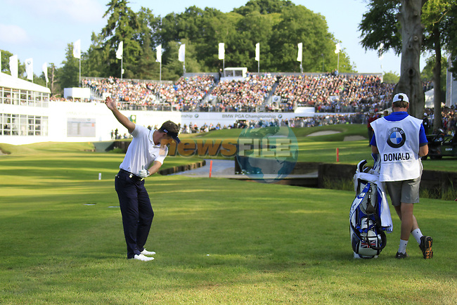 Luke Donald (ENG) plays his 3rd shot into the 18th green during the last match of the Final Day of the BMW PGA Championship Championship at, Wentworth Club, Surrey, England, 29th May 2011. (Photo Eoin Clarke/Golffile 2011)