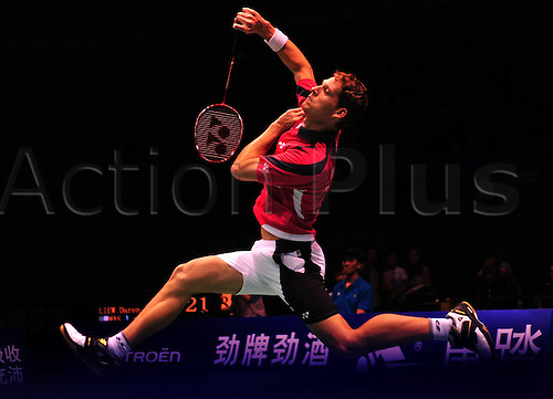 21.05.2012. Wuhan, China.  South Africa s Willem Viljoen Returns A Shot to Malaysia s Liew Daren during The Thomas Cup World Badminton team Championships in Wuhan Central China s Hubei Province ON May 21 2012 Malaysia Beat South Africa 5 0