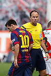 Barcelona´s Leo Messi talks to referee Mateu Lahoz during La Liga match between Rayo Vallecano and Barcelona at Vallecas stadium in Madrid, Spain. October 04, 2014. (ALTERPHOTOS/Victor Blanco)