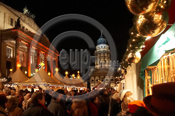 "BERLIN - GERMANY 19. DECEMBER 2006 -- Weihachts Zauber Gendarmenmarkt - Christmas Attraction - Christmas Market at Gendarmen Market  -- PHOTO: CHRISTIAN T. JOERGENSEN / EUP & IMAGES..This image is delivered according to terms set out in ""Terms - Prices & Terms"". (Please see www.eup-images.com for more details)"