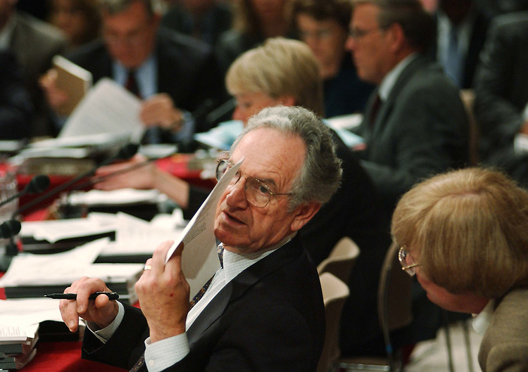 9/15/04.SENATE APPROPRIATIONS--Sen. Tom Harkin, D-Iowa, and an aide consult during the markup on FY2005 appropriations..CONGRESSIONAL QUARTERLY PHOTO BY SCOTT J. FERRELL
