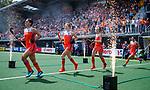 Den Bosch  -  Nederland, Malou Pheninckx (Ned) , Ireen van den Assem (Ned) , Sanne Koolen (Ned) , Ginella Zerbo (Ned)  betreedt het veld, met vuurwerk,    voor  de Pro League hockeywedstrijd dames, Nederland-Belgie (2-0).  COPYRIGHT KOEN SUYK