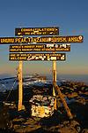 .Cris de joie, embrassades et photos souvenirs sous le panneau de bois celebrant le plus haut point d'Afrique. Le pic d'Uhuru (pic de la Liberte) à 5895 m, c est la recompense tant attendue apres une semaine de marche et d efforts.
