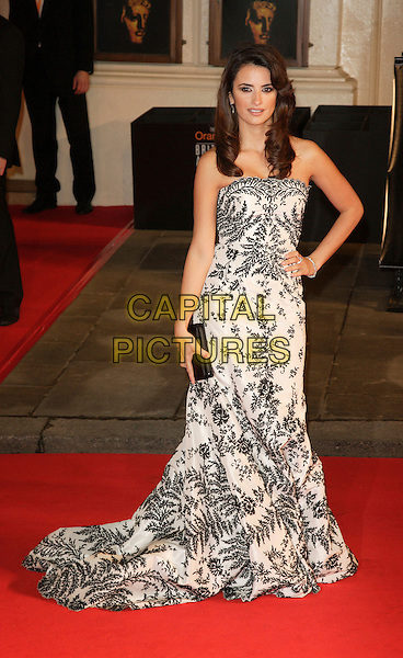 PENELOPE CRUZ.Red Carpet Arrivals at The Orange British Academy Film Awards (BAFTA's) held at the Royal Opera House, Covent Garden, London, UK..February 11th, 2007.full length black white strapless print dress gown hand on hip clutch purse.CAP/ROS.©Steve Ross/Capital Pictures