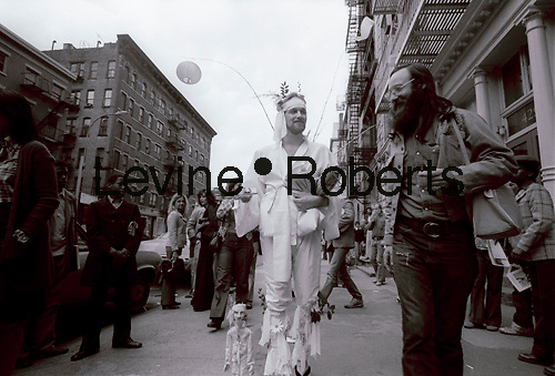 A performance artist on West Broadway in Soho in the Spring of 1978. The view is looking north on the east side of West Broadway south of Prince Street. (© Richard B. Levine)