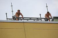 Andreas Proksch und Etienne Herr (vlnr) bereiten die Plattform vor