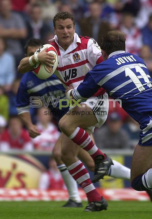 Pic...Ben Duffy...Wigan v St Helens.....09/07/2000..Copyright>>Simon Wilkinson..Wigan's Willie Peters tries to escape St Helen's Chris Joynt..
