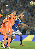 BOGOTA - COLOMBIA -21 -05-2015: Andres Cadavid (Der) jugador de Millonarios disputa el balón con Campo E Santacruz (Izq) jugador de Envigado FC durante partido de ida por los cuartos de final de la Liga Águila I 2015 jugado en el estadio Nemesio Camacho El Campín de la ciudad de Bogotá./ Andres Cadavid (R) player of Millonarios fights for the ball with Campo E Santacruz (L) player of Envigado FC during the first leg match for the final quarters of the Aguila League I 2015 played at Nemesio Camacho El Campin stadium in Bogotá city. Photo: VizzorImage / Gabriel Aponte / Staff.