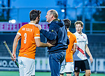 AMSTELVEEN - coach Michel van den Heuvel (Bldaal) met Arthur van Doren (Bldaal)  tijdens de play-offs hoofdklasse  heren , Amsterdam-Bloemendaal (0-2).    COPYRIGHT KOEN SUYK