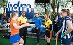BLOEMENDAAL  - Hockey -  finale KNHB Gold Cup dames, Bloemendaal-HDM . Bloemendaal wint na shoot outs. Karen Doll&eacute;, Jacir Soares de Brito ,  en <br /> Armand Triepels. met Melle Spruijt (Bl&rsquo;daal) en Pien van Nes (HDM) .  COPYRIGHT KOEN SUYK