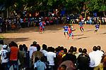 BURKINA FASO, Bobo Dioulasso, young people watch a soccer match / Jugendliche beim Fussballspiel