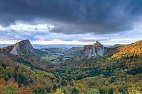 France, Puy de Dome, Volcans Auvergne Regional Natural Park, the Monts Dore, Orcival and Rochefort Montagne, Fontsalade valley, Tuiliere (left) and Sanadoire (right) rocks, view from the Col de Guery // France, Puy-de-Dôme (63), Parc naturel régional des Volcans d'Auvergne, massif des monts Dore, Orcival et Rochefort-Montagne, vallée de Fontsalade, les Roches Tuilière (gauche) et Sanadoire (droite) le soir  vues depuis le col de Guéry