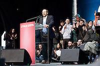 Milano: manifestazione del Partito Democratico per sostenere la candidatura di Umberto Ambrosoli a presidente della Regione Lombardia e Pier Luigi Bersani a Presidente del Consiglio..Umberto Ambrosoli parla durante la manifestazione
