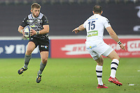 Scott Otten of Ospreys is marked by Scott Spedding of Clermont during the Champions Cup Round 1 match between Ospreys and Clermont at The Liberty Stadium, Swansea, Wales, UK. Sunday 15 October 2017