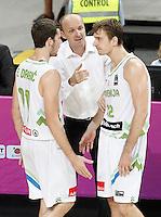 Slovenia's coach Zdovc Jure with his players Goran Dragic (l) and Zoran Dragic (r) during 2014 FIBA Basketball World Cup Quarter-Finals match.September 9,2014.(ALTERPHOTOS/Acero)