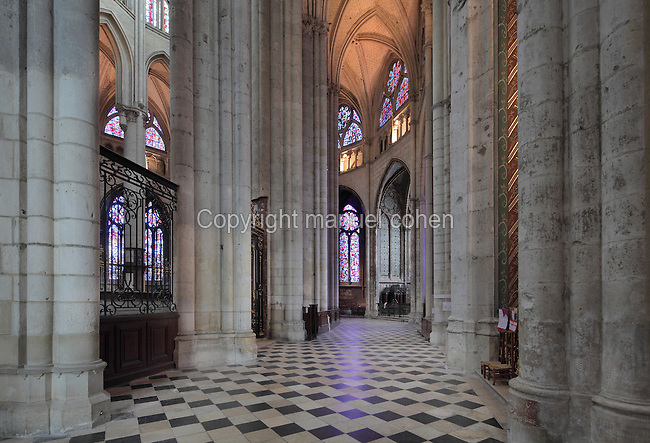 Ambulatory of the choir of the Cathedrale Saint-Pierre de Beauvais or Cathedral of St Peter of Beauvais, an incomplete Gothic Roman Catholic cathedral consecrated in 1272, Beauvais, Oise, Picardy, France. The cathedral consists only of a transept built in the 16th century and choir, with apse and 7 polygonal apsidal chapels from the 13th century. It was listed as a historic monument in 1840. Picture by Manuel Cohen