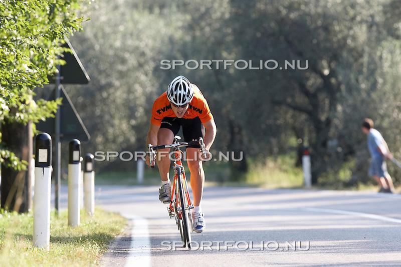 Italie, Torbole, 12 september 2006. .Trainingskamp TVM schaatsploeg .Jan Smeekens, sprinter van de TVM schaatsploeg trekt de sprint aan.