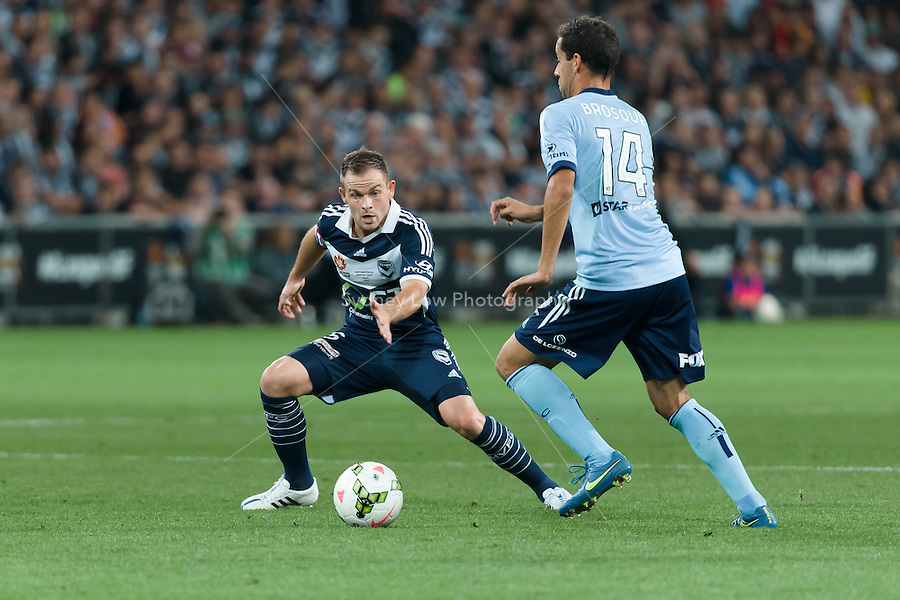 MELBOURNE, 17 May 2015 - Alex BROSQUE of Sydney controls the ball in the grand final of the 2014-15 A-League match between Sydney FC and Melbourne Victory at AAMI Park in Melbourne, Australia. Victory won 3-0. Photo Sydney Low. This image is not for sale on this web site. Contact zumapress.com for licensing.