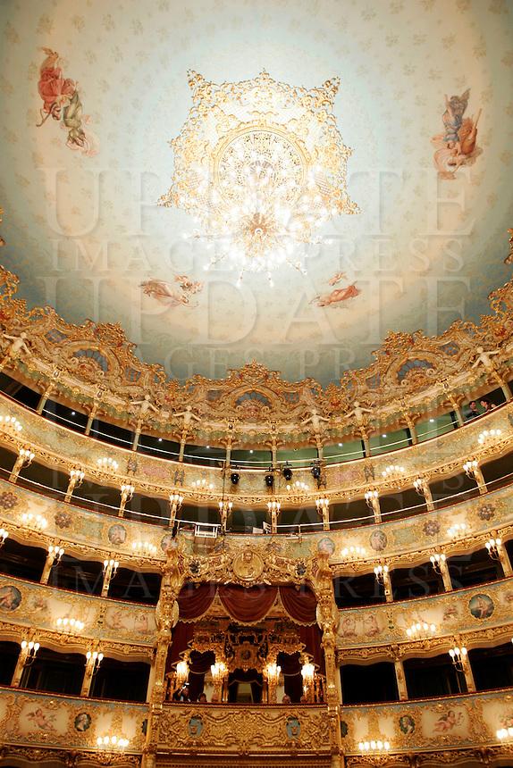 I palchi e il soffitto del Teatro La Fenice a Venezia.<br /> View of boxes and dome of La Fenice theater in Venice.<br /> UPDATE IMAGES PRESS/Riccardo De Luca