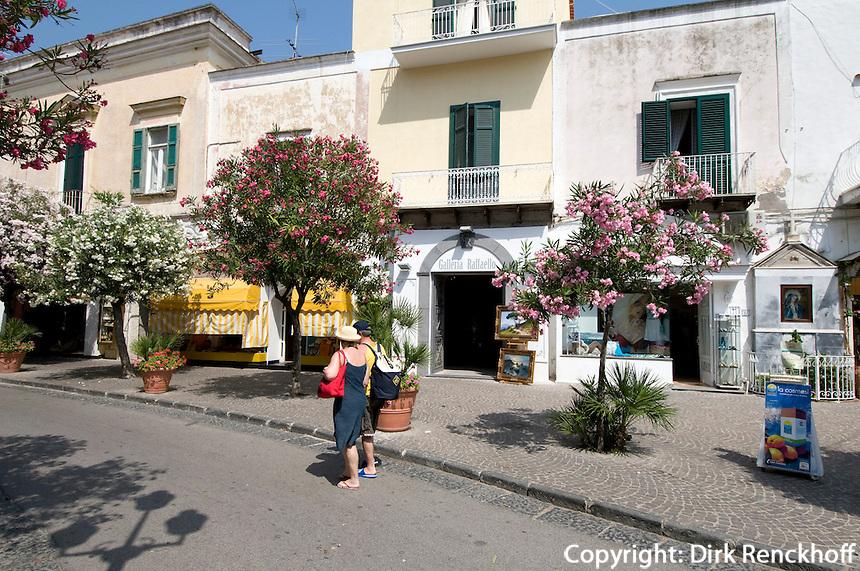 Italien, Ischia, auf dem Corso Vittoria Colonna in Porto