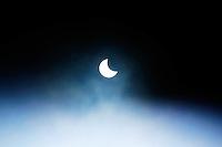 SAO PAULO,SP, 26.02.2017 - ECLIPSE-SOLAR - Primeiro eclipse solar de 2017é visto da cidade de Sao Paulo neste domingo (Foto: Darcio Nunciateli/Brazil Photo Press)