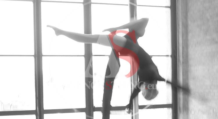 Nasoallinsu artists, Karin Nardelli and Angela Bozza perform an aerial silk show.  <br /> <br /> &copy; Pierre Teyssot