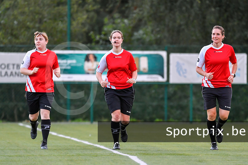 assistant referee Ilka Bosmans , referee Irmgard Van Meirevenne , assistant referee Caroline Lanssens pictured before a female soccer game between KRC Genk Ladies and Sporting Charleroi  on the first matchday of the 2020 - 2021 season of Belgian Women's SuperLeague , friday 28 of August 2020  in Genk , Belgium . PHOTO SPORTPIX.BE | SPP | STIJN AUDOOREN