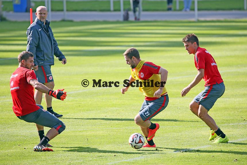 Marc Stendera (Eintracht) spielt Kevin Trapp aus - Eintracht Frankfurt Training, Commerzbank Arena