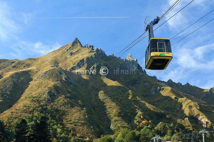 France, Puy-de-Dôme (63), Le Mont-Dore, téléphérique vers le sommet du Sancy // France, Puy de Dome, Cable railway towards the summit of Sancy