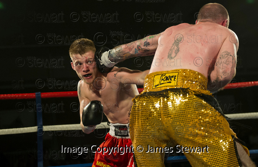 Tony Jones, Telford (red shorts) v Matt Seawright, Tamworth (gold shorts).