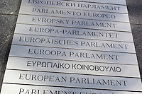 Belgium, Province Brabant, Brussels: Multi-lingual sign of the European Parliament | Belgien, Provinz Brabant, Bruessel: Europaeisches Parlament in den Sprachen der Mitgliedslaender