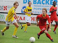 SC Wielsbeke - Cappellen FC..de ingevallen Jeroen De Vlaeming aan de bal voor Gauthier Lauwers (links)..foto VDB / BART VANDENBROUCKE
