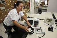 ATENCAO EDITOR IMAGEM EMBARGADA PARA VEICULOS INTERNACIONAIS - SAO PAULO, SP, 04 OUTUBRO 2012 - ELEICOES 2012 - URNAS - Caixas com urnas eletrônicas que serão usadas nas eleições municipais no próximo domingo (7), no Primeiro Cartório Eleitoral, na região central da capital paulista, na manhã desta quinta feira (4). (FOTO: LUIZ GUARNIERI / BRAZIL PHOTO PRESS).