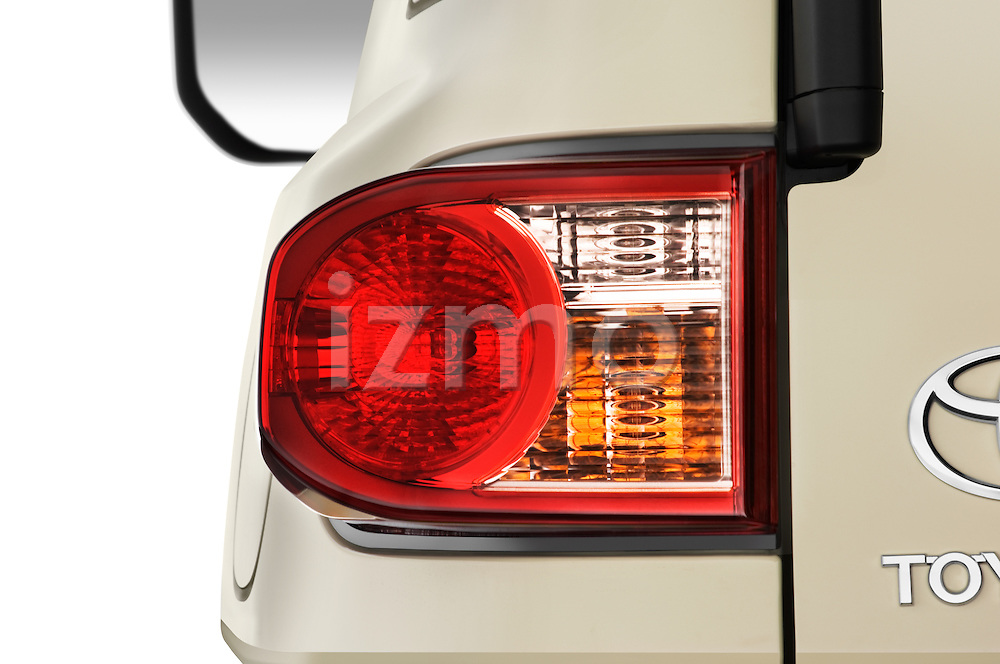 Tail light close up detail view of a 2008 Toyota FJ Cruiser