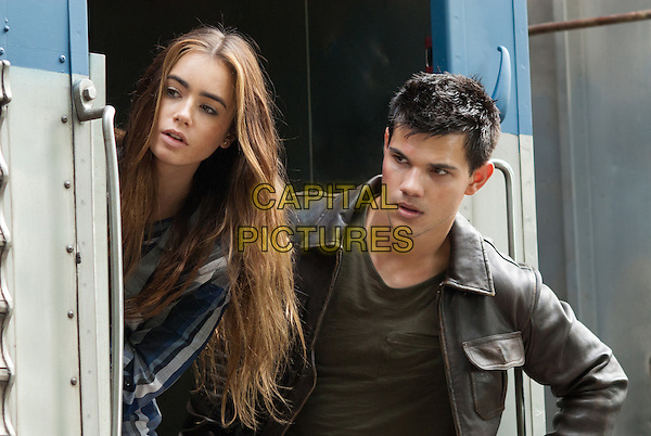LILY COLLINS & TAYLOR LAUTNER  .in Abduction.*Filmstill - Editorial Use Only*.CAP/FB.Supplied by Capital Pictures.