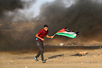 Palestinian protesters clash with Israeli troops following the tents protest where Palestinians demand the right to return to their homeland at the Israel-Gaza border, in Khan Younis in the southern Gaza Strip, August 16, 2019. Photo by Mariam Dagga