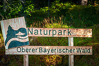 Deutschland, Bayern, Niederbayern, Naturpark Oberer Bayerischer Wald, Hinweisschild | Germany, Bavaria, Lower-Bavaria, Nature Park Upper Bavarian Forest, sign