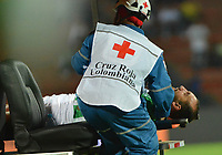 MEDELLIN - COLOMBIA, 17-02-2019: Hernan Barcos de Nacional abandona el campo de juego lesionado durante partido por la fecha 5 de la Liga Águila I 2019 entre Atlético Nacional y La Equidad jugado en el estadio Atanasio Girardot de la ciudad de Medellín. / Hernan Barcos of Atletico Nacional leves the field injured during match for the date 5 of the Liga Aguila I 2019 between Atletico Nacional and La Equidad played at the Atanasio Girardot Stadium in Medellin city. Photo: VizzorImage / Leon Monsalve / Cont