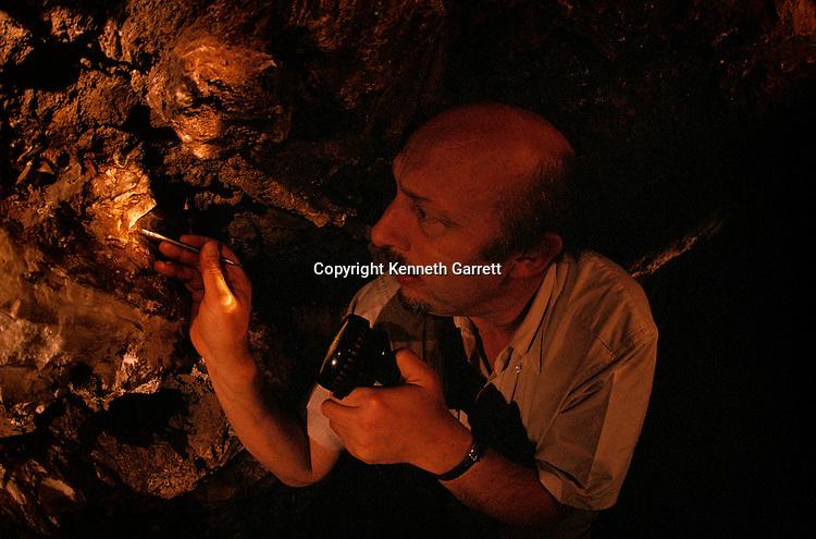 Excavation, fossil; Australalopithecus afarensis