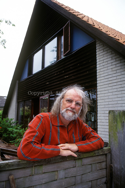 Sven Age Madsen at home in 1995.