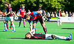 BILTHOVEN -   Blessure bij Ties Ceulemans (Schaerw.)  tijdens de eerste play-off wedstrijd Overgangsklasse SCHC-SCHAERWEIJDE (2-2). SCHC wint  shoot outs. COPYRIGHT KOEN SUYK