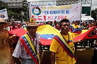 CAR05. CARACAS (VENEZUELA), 04/08/2017.- Chavistas participan en una manifestación para apoyar la instalación de la Asamblea Nacional Constituyente hoy, viernes 4 de agosto del 2017, en Caracas (Venezuela). Cientos de chavistas marchan hoy hacia el Palacio Federal Legislativo, en Caracas, para apoyar la instalación de la Asamblea Nacional Constituyente (ANC), un órgano que estará integrado por 545 representantes, todos afines al Gobierno venezolano, y que redactará una nueva Carta Magna. EFE/Miguel Gutiérrez