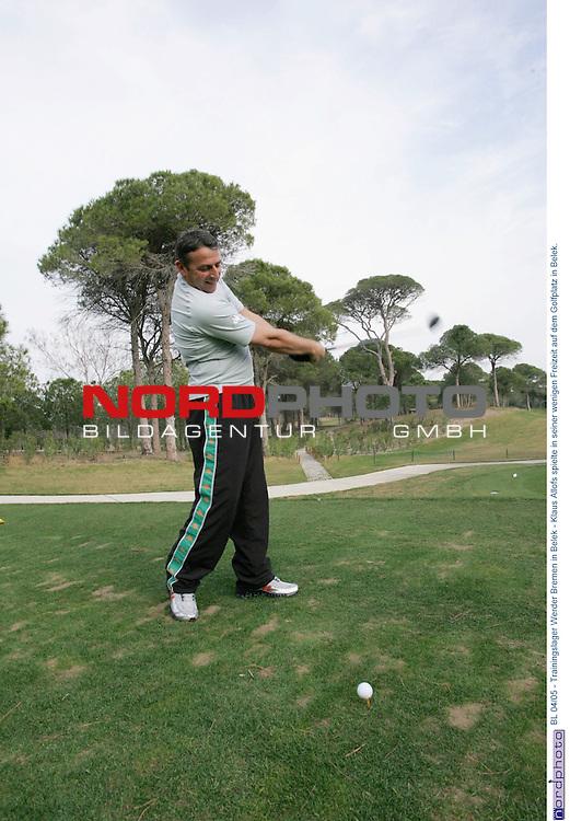 BL 2004/2005 - Trainingslager Werder Bremen in Belek/TŁrkei<br /> <br /> Sportdirektor Klaus Allofs spielte in seiner wenigen Freizeit auf dem Golfplatz in Belek.<br /> <br /> Foto &copy; nordphoto - Ruediger Lampe<br /> <br />  *** Local Caption *** Foto ist honorarpflichtig! zzgl. gesetzl. MwSt.<br /> Belegexemplar erforderlich<br /> Adresse: nordphoto<br /> Georg-Reinke-Strasse 1<br /> 49377 Vechta