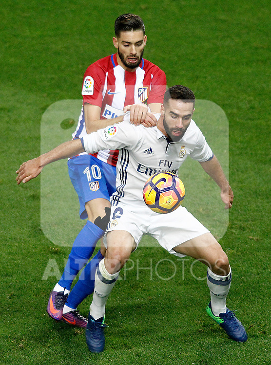 Atletico de Madrid's Yannick Ferreira Carrasco (l) and Real Madrid's Daniel Carvajal during La Liga match. November 19,2016. (ALTERPHOTOS/Acero)