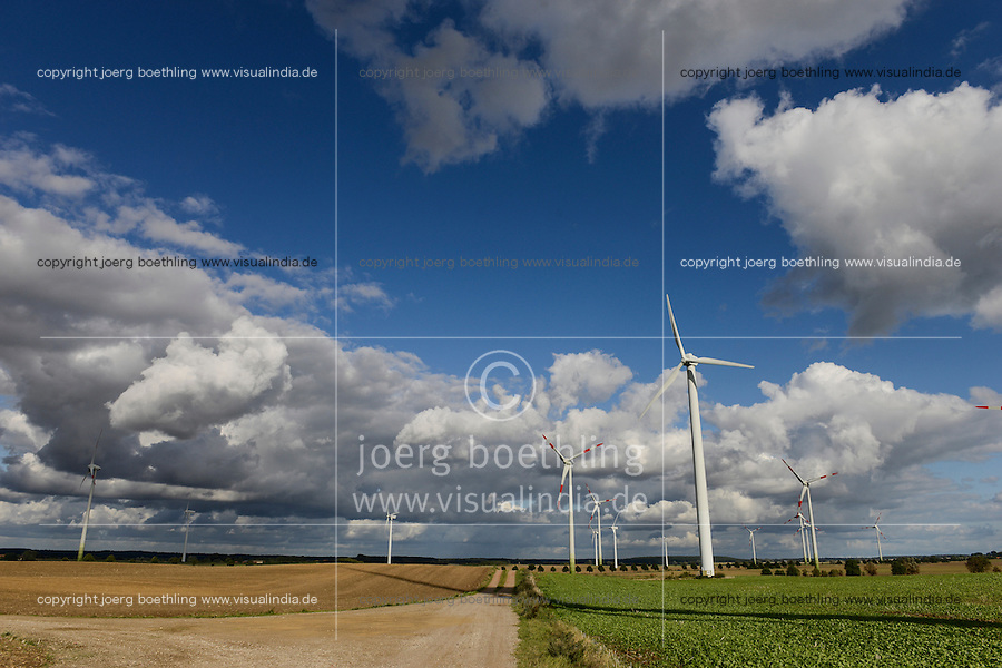 GERMANY, Kladrum, windfarm and thunderstorm clouds / DEUTSCHLAND Kladrum, Windpark und Gewitterwolken
