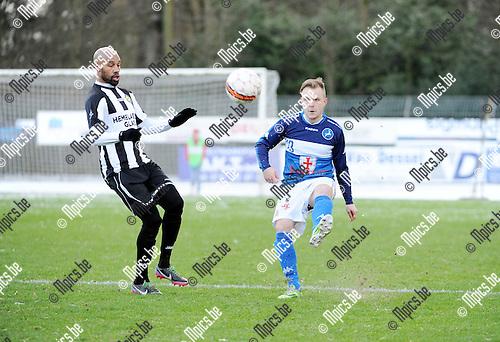 2016-01-17 / Voetbal / Seizoen 2015-2016 / FC Turnhout - Thes Sport / Omar Bennasser met Jelle van Weert (r. Turnhout)<br /><br />Foto: Mpics.be